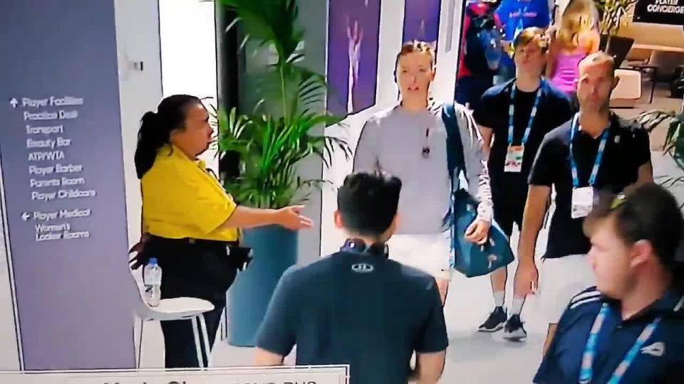 Watch How Maria Sharapova Dodges a Security Guard
