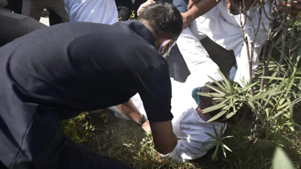 Rahul Gandhi Pushed to The Ground Before Being Arrested
